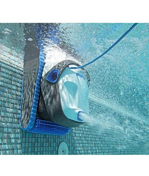 Especialistas piscinas de fibra de vidrio spa jacuzzi y for Limpia piscinas automatico
